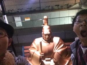 有楽町→東京まで徒歩で移動したほうが早い我が家。早朝の東京国際フォーラムで徳川家康発見!