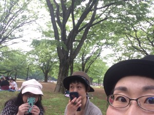 基礎講座を行った代々木公園での様子。場所を選んでノンビリできそうなところで開催しました