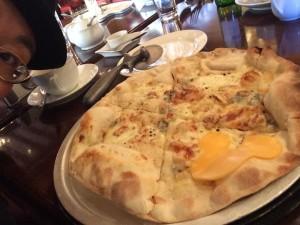 前回はイタリアンのお店を予約!ピザおいしい〜(今回はレストラン予約できないかも。ごめんなさい〜)